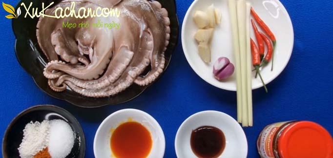 Một số nguyên liệu làm bạch tuộc nướng sa tế cần chuẩn bị